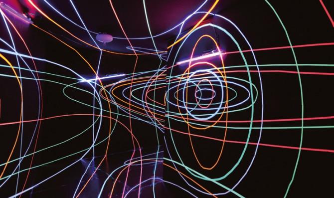 나인주 작가가 만든 작품 웜홀. 자외선을 받아 형광을 내는 염료로 그렸다 - 현수랑 기자 제공